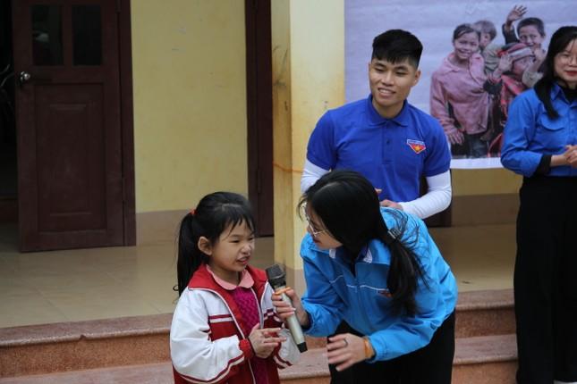 """Ấm áp chương trình """"Đông ấm xứ Lạng, quà Tết cho em"""" ảnh 12"""