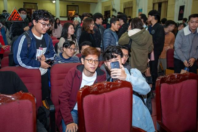 Loạt nhân vật nổi tiếng làng game tham gia talkshow về eSports tại ĐH Kinh tế Quốc dân ảnh 3