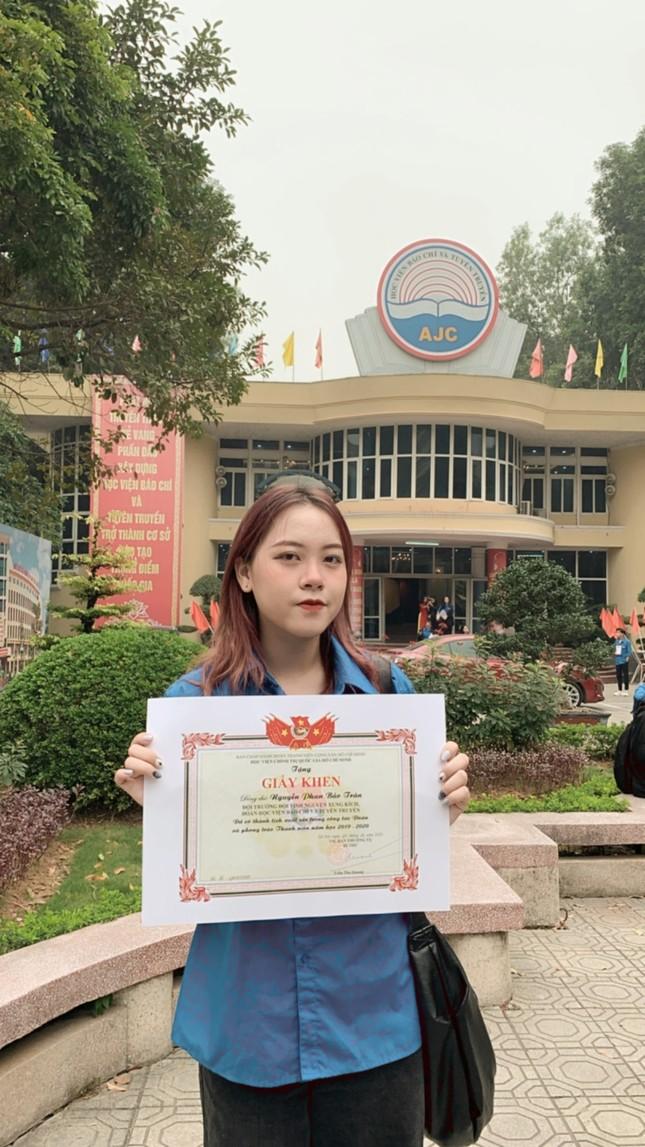 Nữ sinh Báo chí đam mê hoạt động tình nguyện ảnh 1