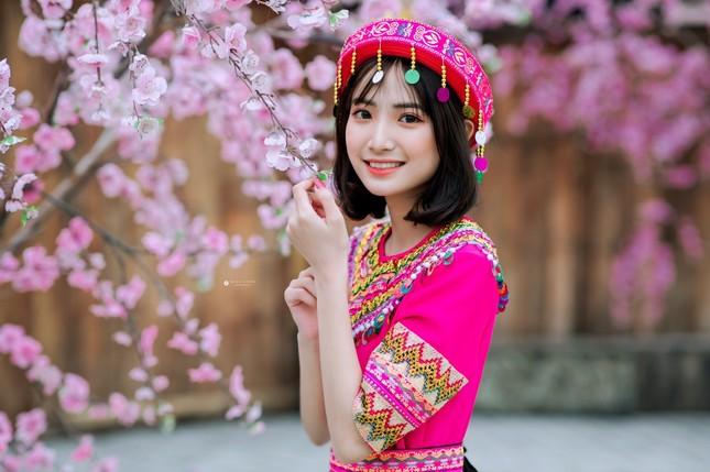 Hot girl Nam Định 'hóa' thiếu nữ H'Mông rạng rỡ đón Xuân ảnh 2