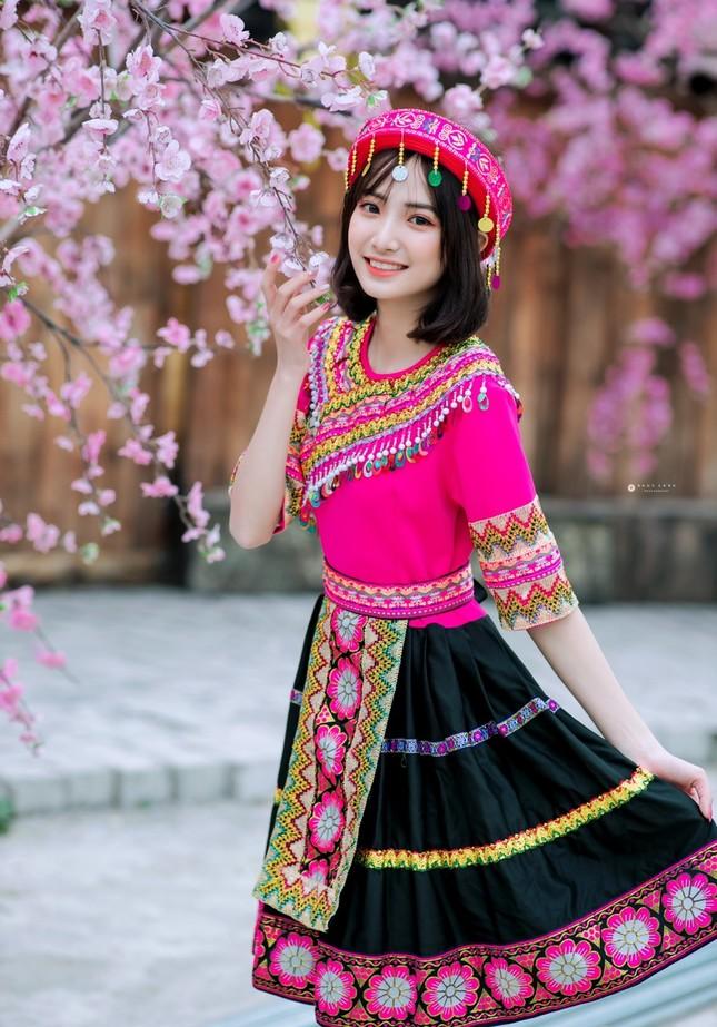 Hot girl Nam Định 'hóa' thiếu nữ H'Mông rạng rỡ đón Xuân ảnh 1