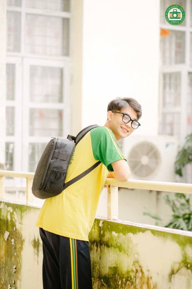 """Nam sinh Học viện Nông nghiệp hóa """"tiểu thịt tươi"""" trong đồng phục trường ảnh 1"""