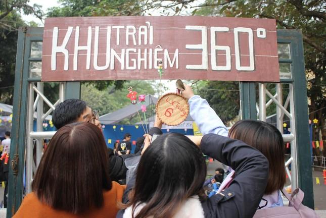 """Sinh viên Kinh tế Quốc dân háo hức đón năm mới với """"360 độ Xuân"""" ảnh 1"""