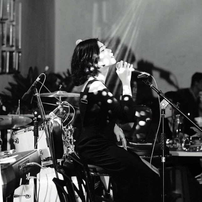 Cô ca sĩ đa tài mang dấu ấn thập niên 90 ảnh 12