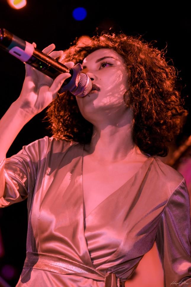 Cô ca sĩ đa tài mang dấu ấn thập niên 90 ảnh 4