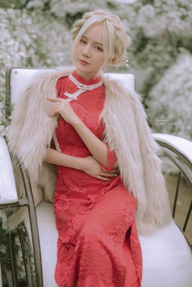 """Hot girl Nghệ An có mái tóc bạch kim được mệnh danh """"Thần tiên tỷ tỷ"""" phiên bản Việt mặc đồ gì đi chơi Tết? ảnh 2"""