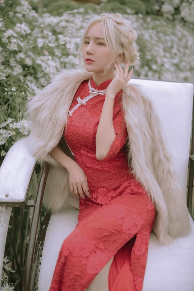 """Hot girl Nghệ An có mái tóc bạch kim được mệnh danh """"Thần tiên tỷ tỷ"""" phiên bản Việt mặc đồ gì đi chơi Tết? ảnh 3"""