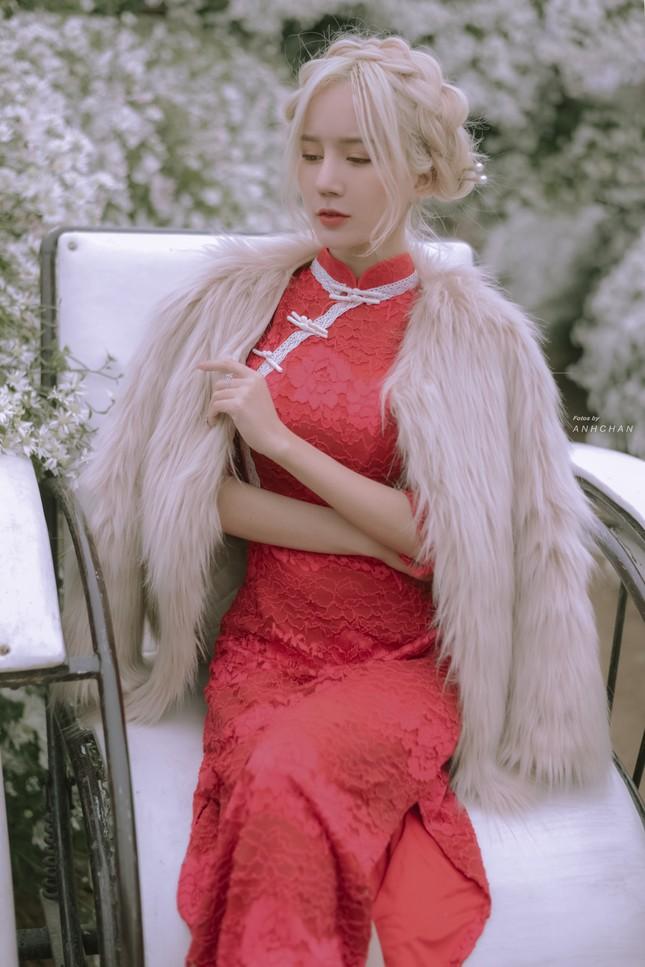 """Hot girl Nghệ An có mái tóc bạch kim được mệnh danh """"Thần tiên tỷ tỷ"""" phiên bản Việt mặc đồ gì đi chơi Tết? ảnh 5"""