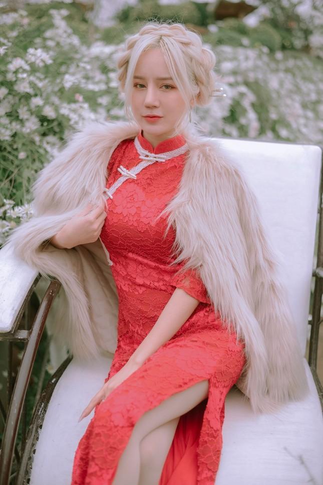 """Hot girl Nghệ An có mái tóc bạch kim được mệnh danh """"Thần tiên tỷ tỷ"""" phiên bản Việt mặc đồ gì đi chơi Tết? ảnh 7"""