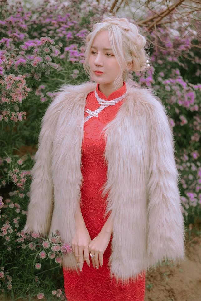 """Hot girl Nghệ An có mái tóc bạch kim được mệnh danh """"Thần tiên tỷ tỷ"""" phiên bản Việt mặc đồ gì đi chơi Tết? ảnh 9"""