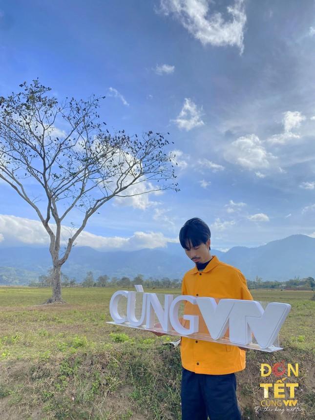 Hoa hậu H'Hen Niê và loạt nghệ sĩ nổi tiếng tham gia Đón Tết cùng VTV 2021 - Đi theo bóng Mặt trời ảnh 3