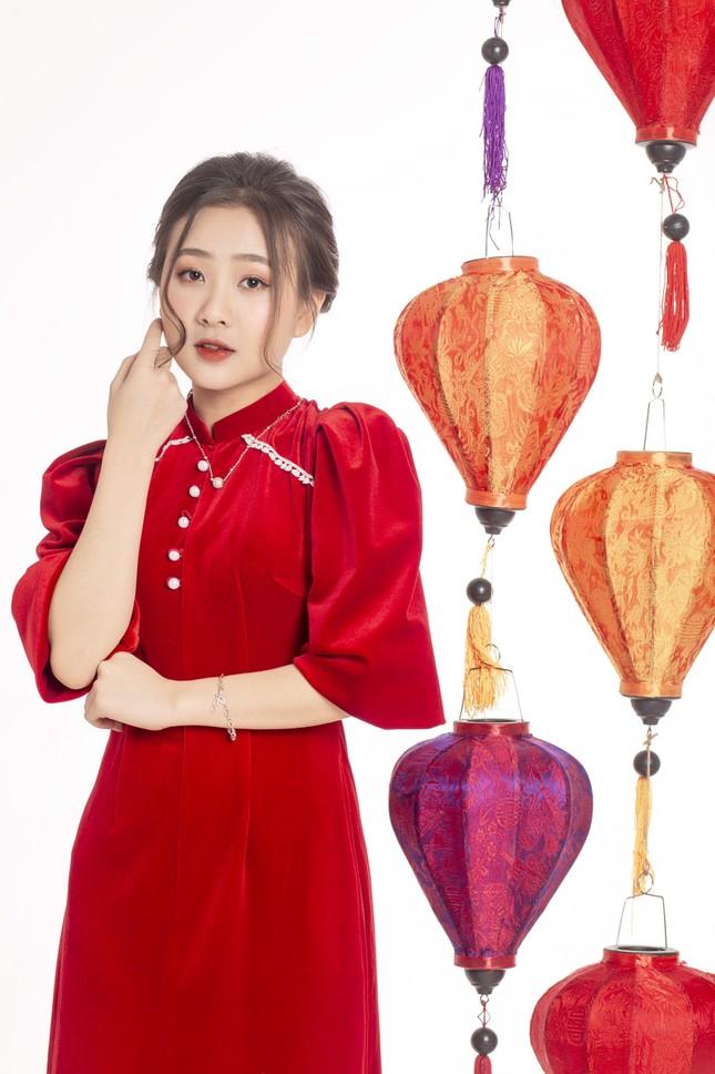 Ngắm nhìn bộ ảnh lung linh sắc đỏ của nữ sinh Đại học Thăng Long xinh như búp bê ảnh 8