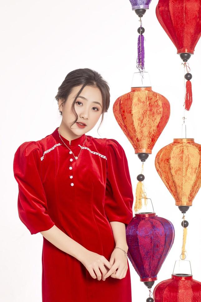 Ngắm nhìn bộ ảnh lung linh sắc đỏ của nữ sinh Đại học Thăng Long xinh như búp bê ảnh 7