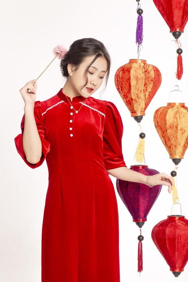 Ngắm nhìn bộ ảnh lung linh sắc đỏ của nữ sinh Đại học Thăng Long xinh như búp bê ảnh 2