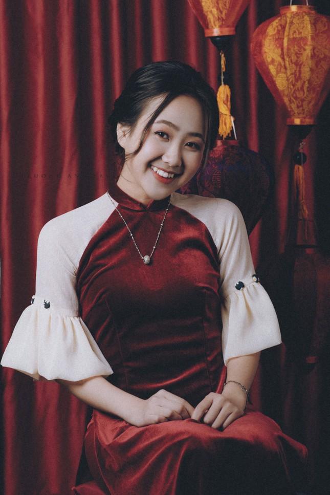 Ngắm nhìn bộ ảnh lung linh sắc đỏ của nữ sinh Đại học Thăng Long xinh như búp bê ảnh 1
