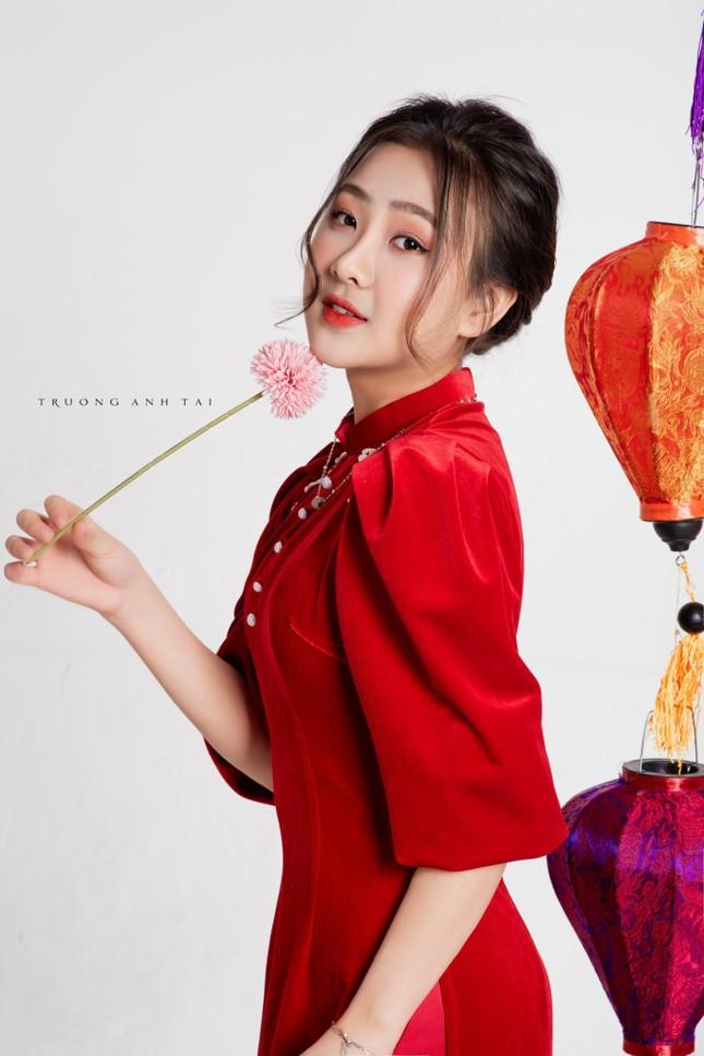 Ngắm nhìn bộ ảnh lung linh sắc đỏ của nữ sinh Đại học Thăng Long xinh như búp bê ảnh 3