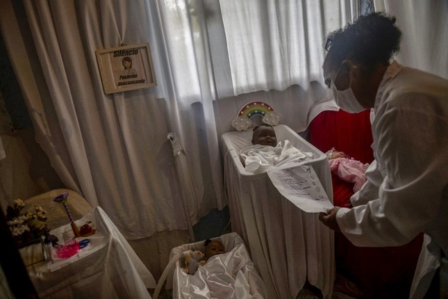 'Bệnh viện búp bê' mang niềm vui cho trẻ em Brazil giữa đại dịch COVID-19 ảnh 2