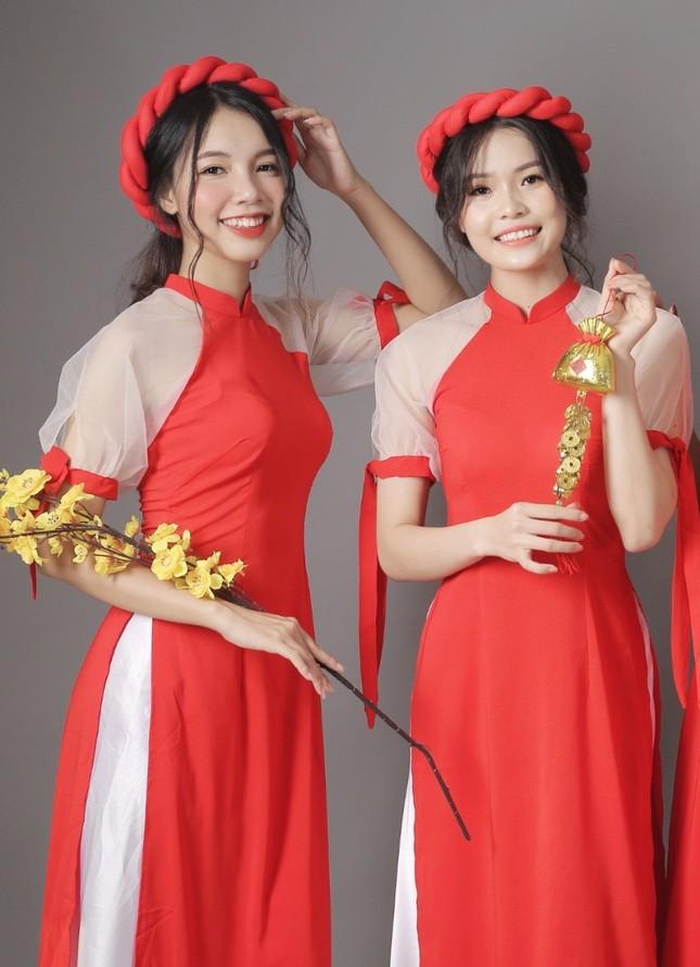 Thiếu nữ Cà Mau xúng xính sắc đỏ, đẹp rạng ngời trong ngày đầu Xuân ảnh 6