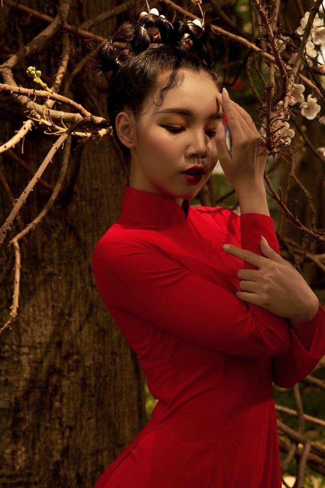 Thiếu nữ Cà Mau xúng xính sắc đỏ, đẹp rạng ngời trong ngày đầu Xuân ảnh 9