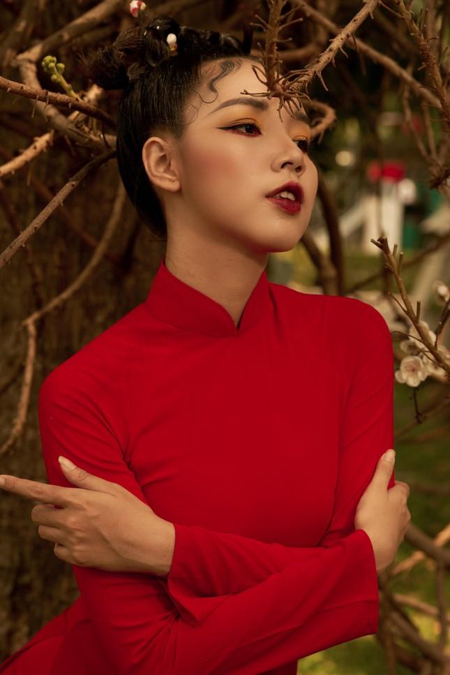 Thiếu nữ Cà Mau xúng xính sắc đỏ, đẹp rạng ngời trong ngày đầu Xuân ảnh 7