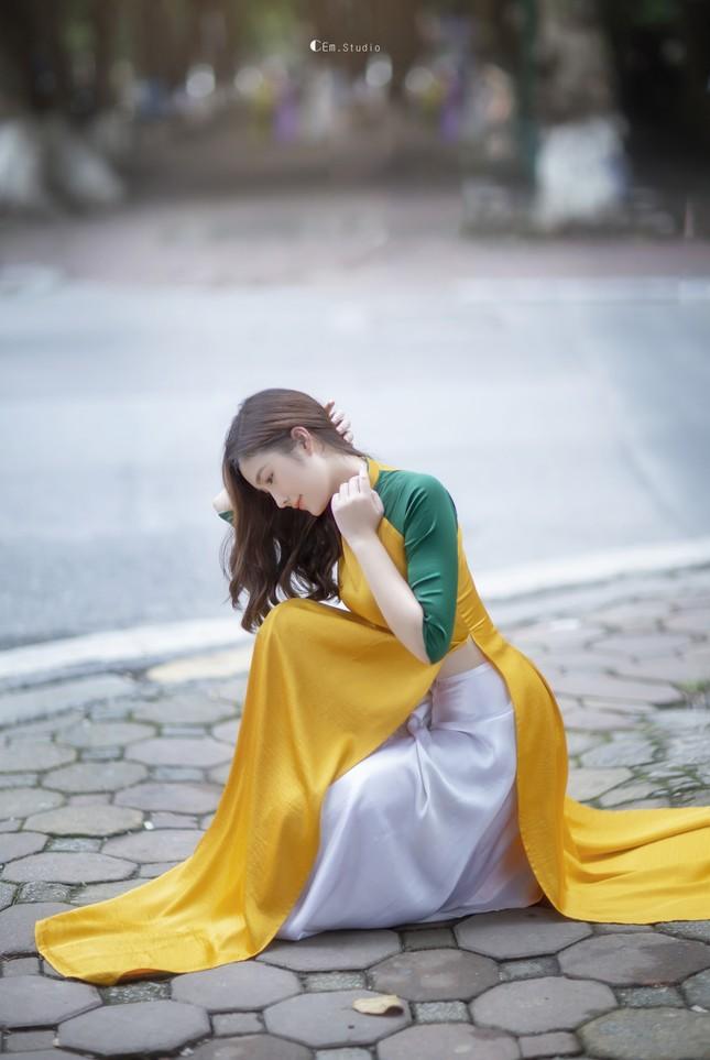 Hot girl xứ Nghệ là Hoa khôi Đại học Quốc gia khoe nhan sắc ngọt ngào trong tà áo dài truyền thống ảnh 8
