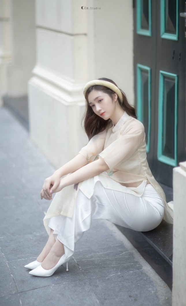 Hot girl xứ Nghệ là Hoa khôi Đại học Quốc gia khoe nhan sắc ngọt ngào trong tà áo dài truyền thống ảnh 10