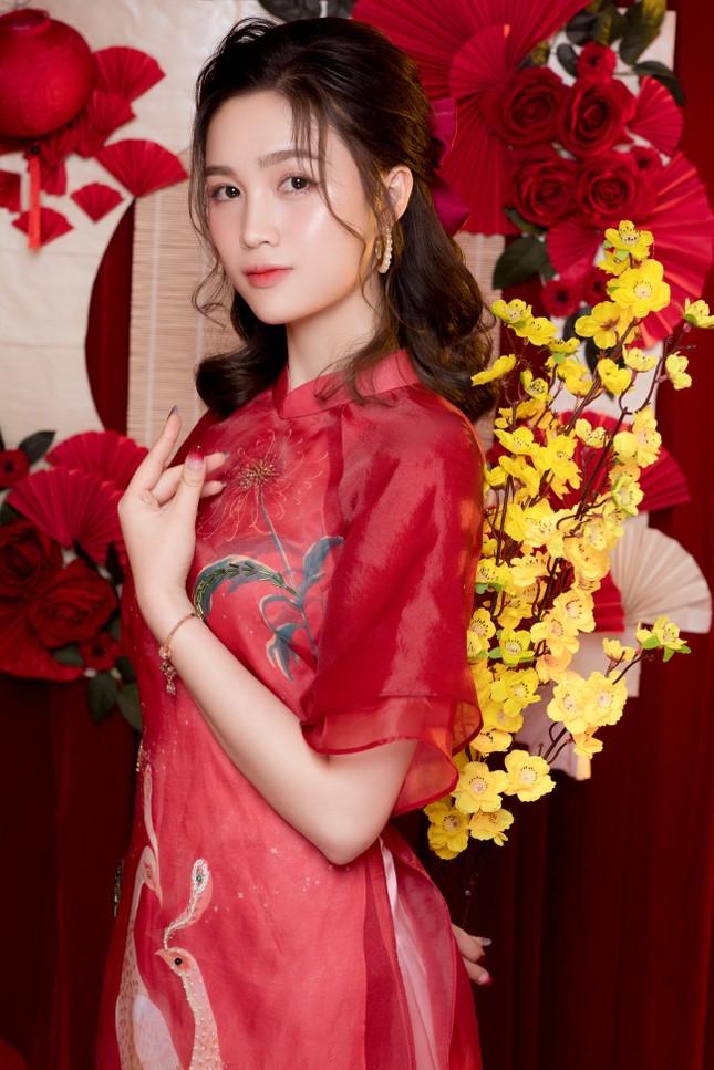 Hot girl xứ Nghệ là Hoa khôi Đại học Quốc gia khoe nhan sắc ngọt ngào trong tà áo dài truyền thống ảnh 15