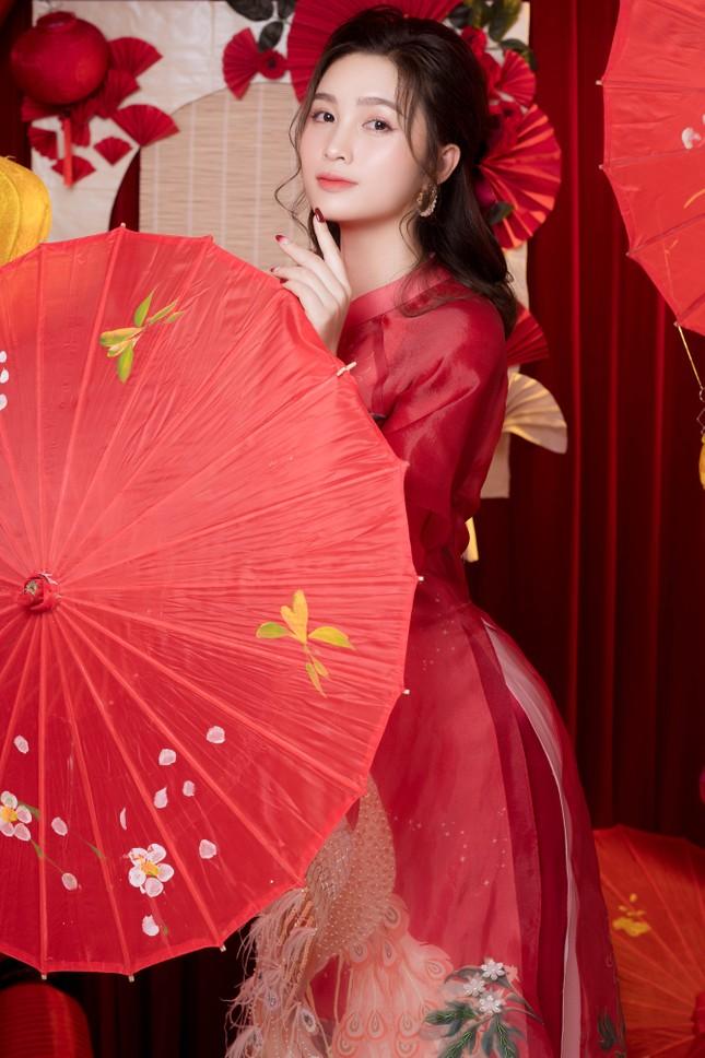 Hot girl xứ Nghệ là Hoa khôi Đại học Quốc gia khoe nhan sắc ngọt ngào trong tà áo dài truyền thống ảnh 4