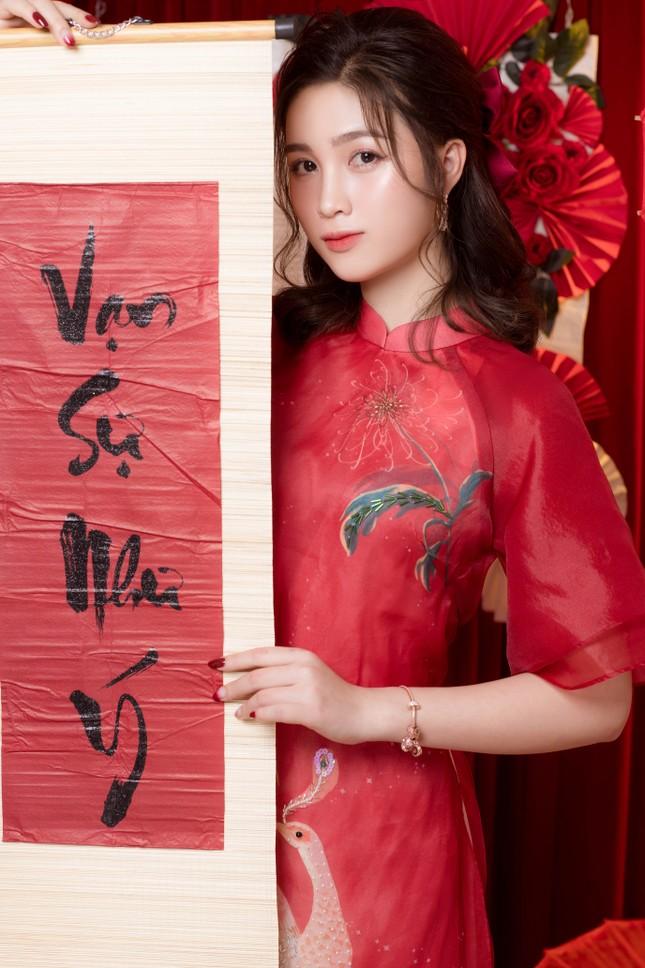 Hot girl xứ Nghệ là Hoa khôi Đại học Quốc gia khoe nhan sắc ngọt ngào trong tà áo dài truyền thống ảnh 14