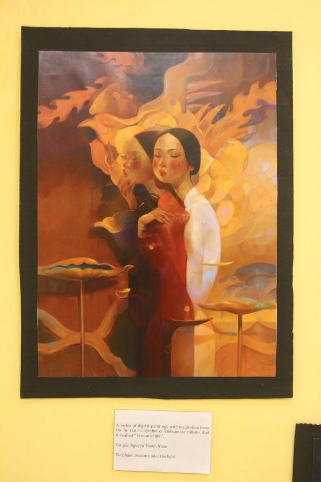 Vẻ đẹp ấn tượng của phụ nữ Việt qua triển lãm nghệ thuật của sinh viên trường Báo ảnh 2