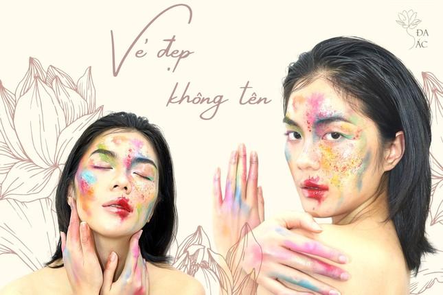 Vẻ đẹp ấn tượng của phụ nữ Việt qua triển lãm nghệ thuật của sinh viên trường Báo ảnh 8