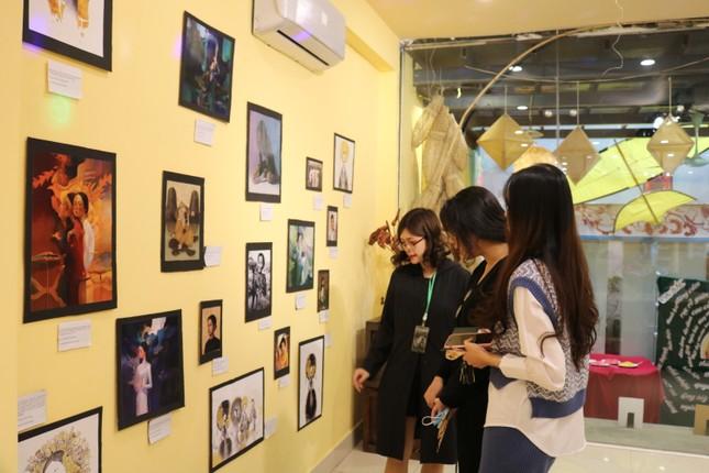 Vẻ đẹp ấn tượng của phụ nữ Việt qua triển lãm nghệ thuật của sinh viên trường Báo ảnh 3