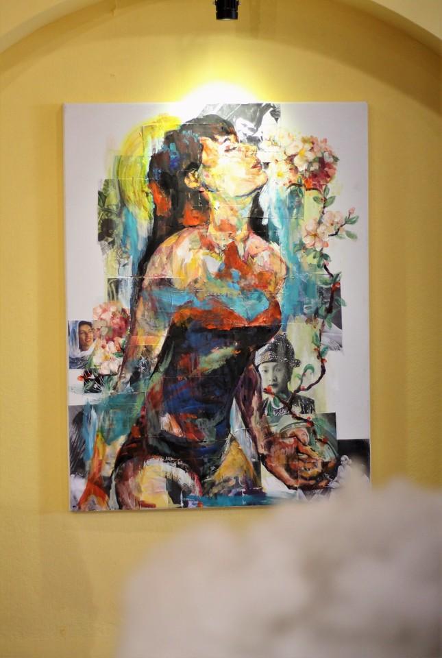 Vẻ đẹp ấn tượng của phụ nữ Việt qua triển lãm nghệ thuật của sinh viên trường Báo ảnh 1