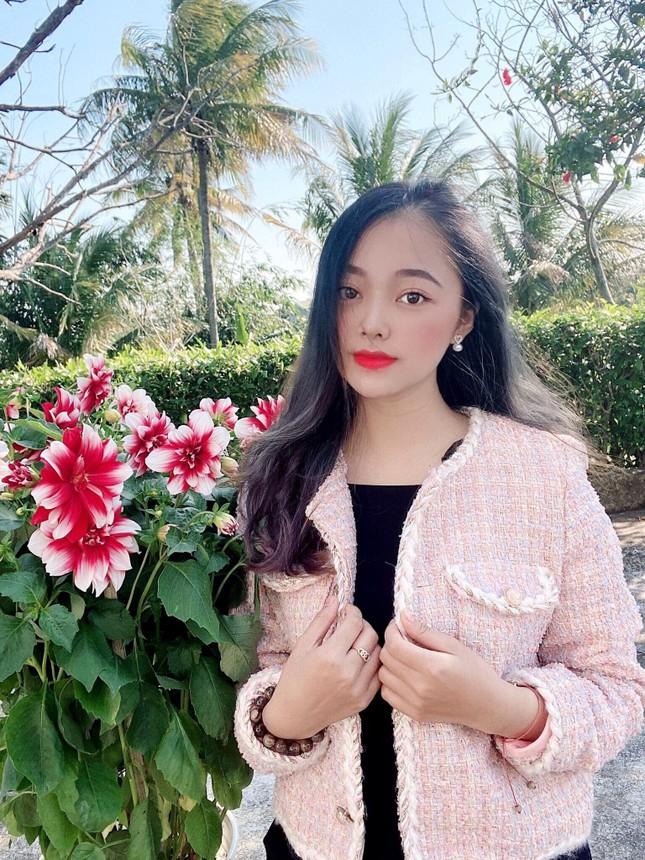 Con đường phấn đấu trở thành MC song ngữ chuyên nghiệp của nữ sinh Đắk Lắk ảnh 1