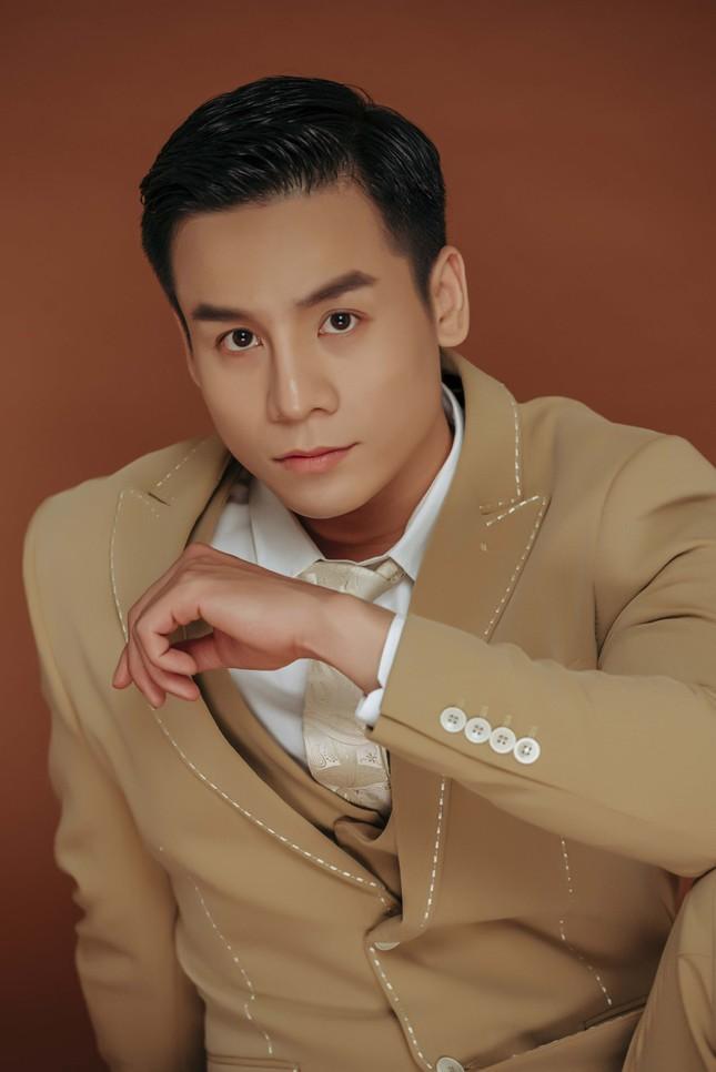 Tung bộ ảnh lịch lãm đầu năm, Cao Xuân Tài tiết lộ dự án mới ảnh 6