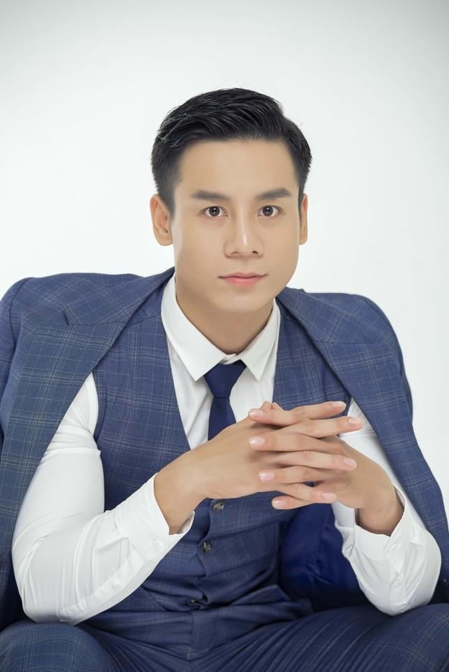 Tung bộ ảnh lịch lãm đầu năm, Cao Xuân Tài tiết lộ dự án mới ảnh 7