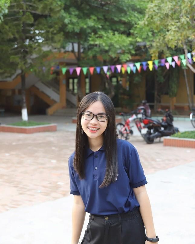 Nữ sinh Quảng Trị 15 tuổi thông thạo 7 thứ tiếng là quán quân cuộc thi lồng tiếng ảnh 7