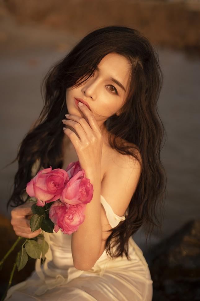 Vẻ đẹp hút hồn của hot girl Đắk Lắk dưới ánh hoàng hôn ảnh 1