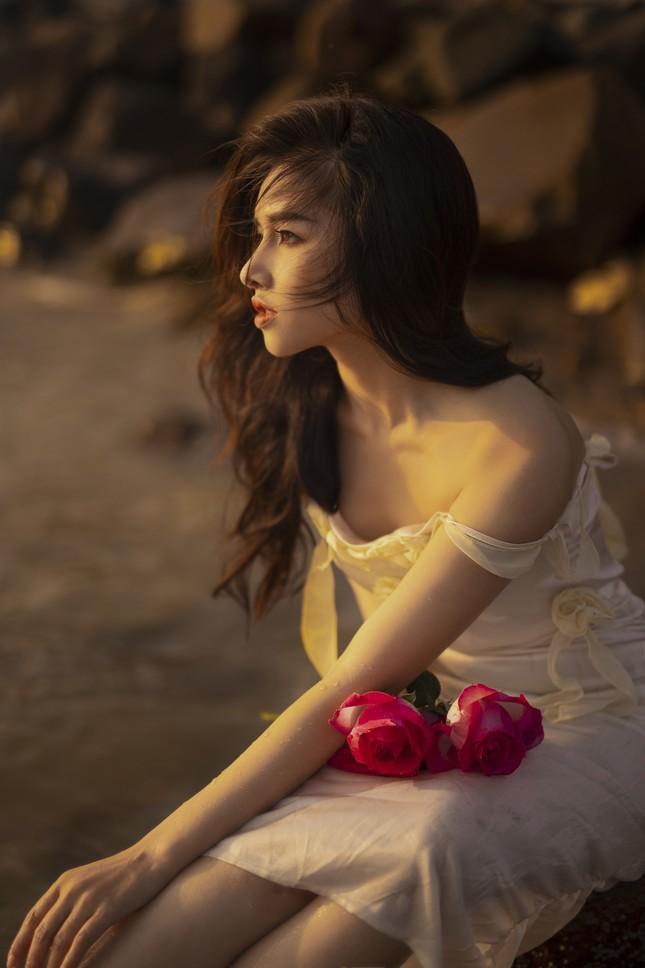 Vẻ đẹp hút hồn của hot girl Đắk Lắk dưới ánh hoàng hôn ảnh 7