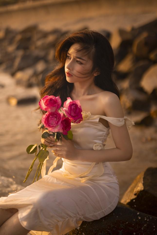 Vẻ đẹp hút hồn của hot girl Đắk Lắk dưới ánh hoàng hôn ảnh 6