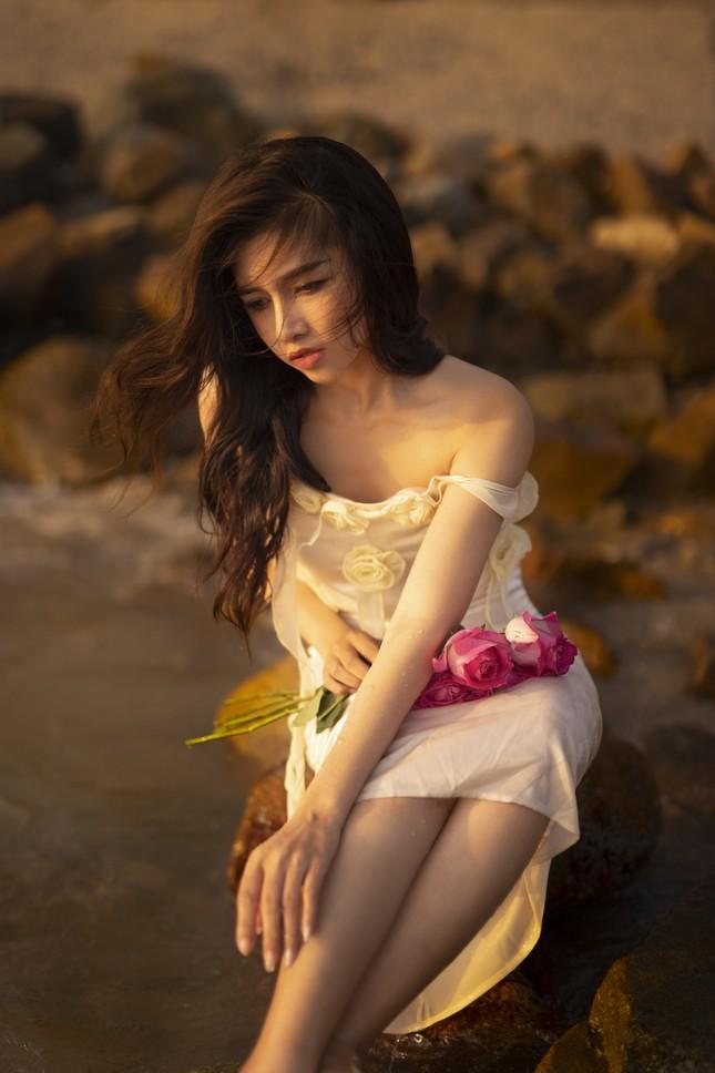 Vẻ đẹp hút hồn của hot girl Đắk Lắk dưới ánh hoàng hôn ảnh 4