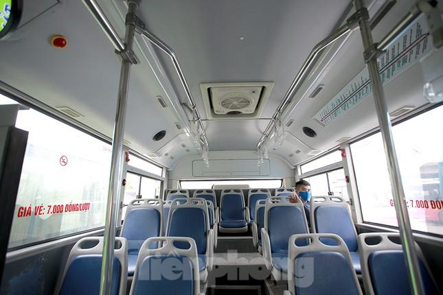 Xe buýt Hà Nội liên tục khử khuẩn và lắp đặt dung dịch sát khuẩn ảnh 7