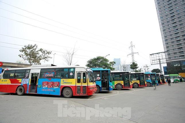 Xe buýt Hà Nội liên tục khử khuẩn và lắp đặt dung dịch sát khuẩn ảnh 8