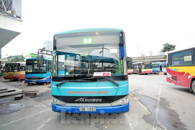 Xe buýt Hà Nội liên tục khử khuẩn và lắp đặt dung dịch sát khuẩn ảnh 11