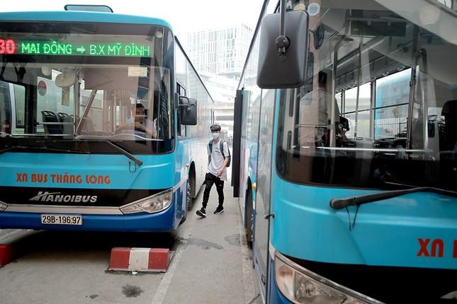 Xe buýt Hà Nội liên tục khử khuẩn và lắp đặt dung dịch sát khuẩn ảnh 4