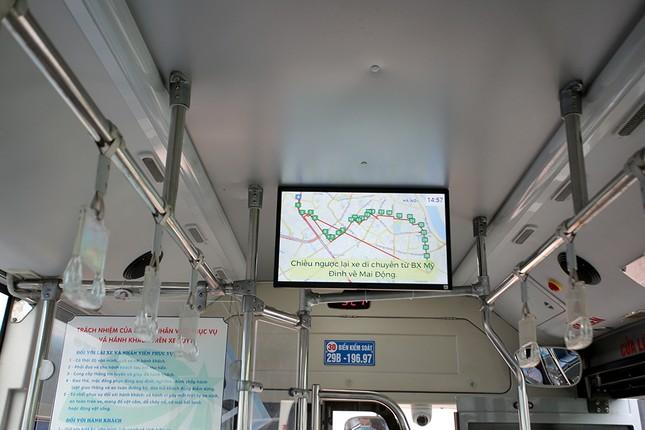 Xe buýt Hà Nội liên tục khử khuẩn và lắp đặt dung dịch sát khuẩn ảnh 5