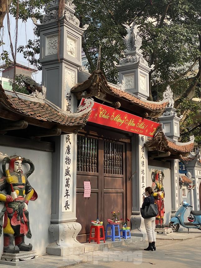Đền, chùa Hà Nội vắng vẻ ngày đầu tháng ảnh 9