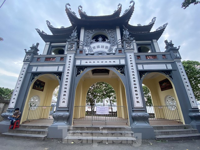 Đền, chùa Hà Nội vắng vẻ ngày đầu tháng ảnh 11