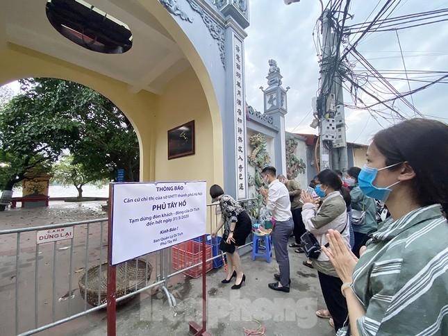 Đền, chùa Hà Nội vắng vẻ ngày đầu tháng ảnh 12