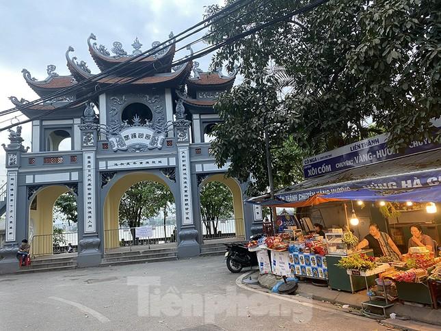 Đền, chùa Hà Nội vắng vẻ ngày đầu tháng ảnh 13